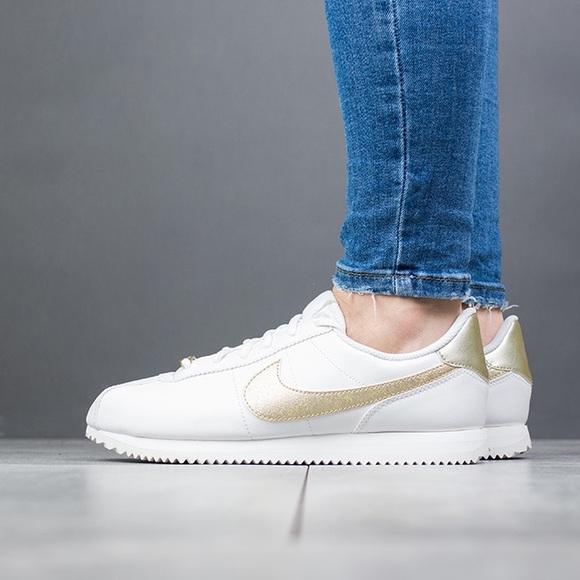 Nike Cortez Basic SL Kids Sneakers. M 5b32f7ea5c44527de8d40a9c 3941ef667a1